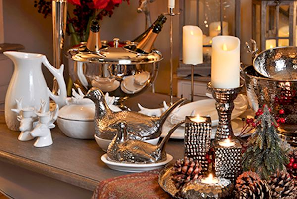 Inspirations christmas dining table for Canape display stands